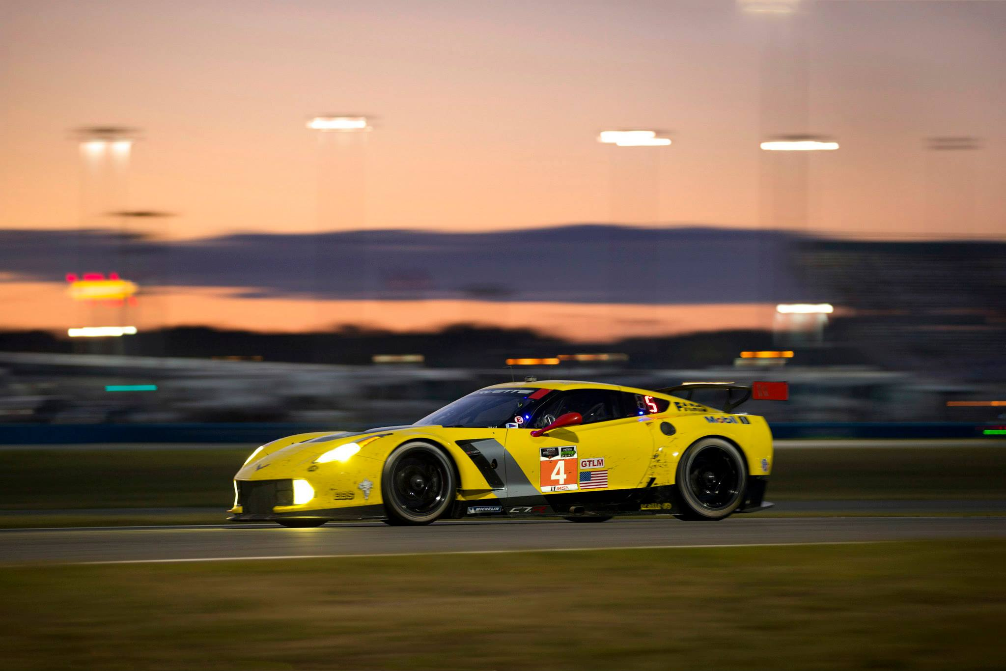 Corvette Racing Gets Disappointing Start to 2014 ALMS at Rolex 24