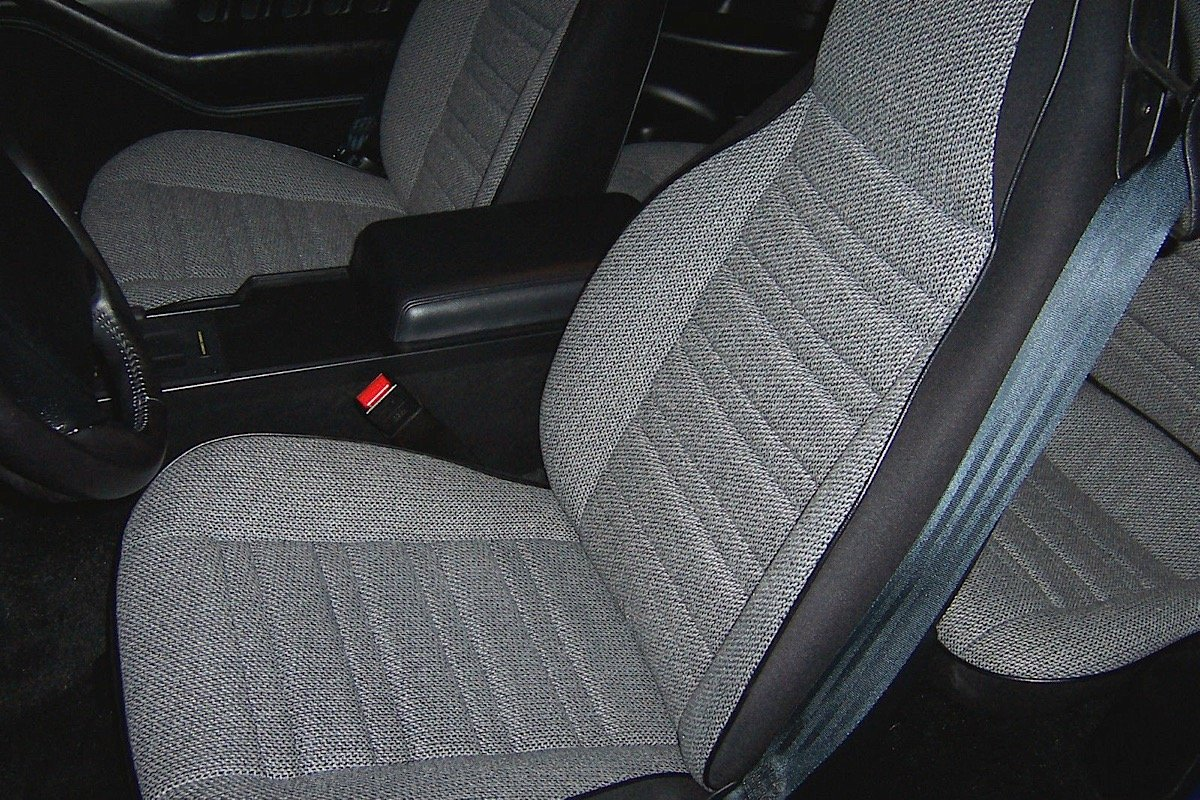 ebay find a rare 1990 chevy camaro iroc 1le with only 2 259 miles chevy hardcore. Black Bedroom Furniture Sets. Home Design Ideas