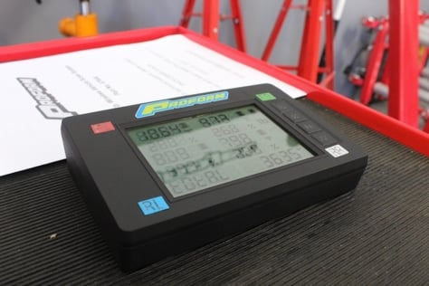 we-take-a-look-at-proforms-7000-lb-slim-wireless-scales-0050